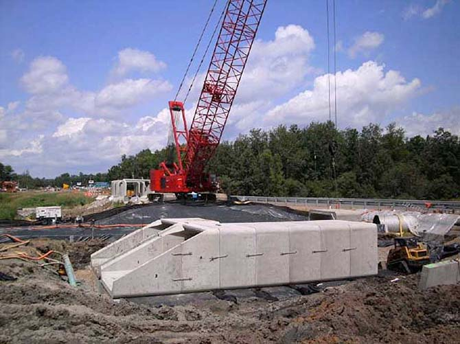 Hammerlund Construction - Box Culvert Installation - Channeling
